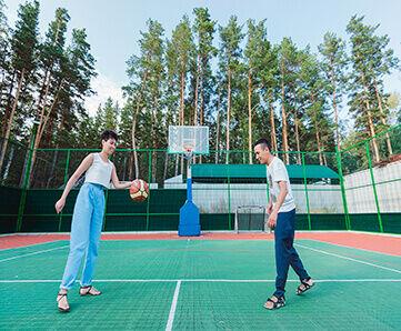 Волейбольная, баскетбольная и мини-футбольная площадки
